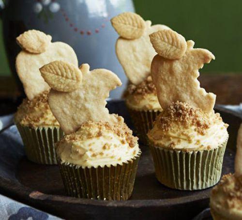 Apple crumble & custard cupcakes Recipe
