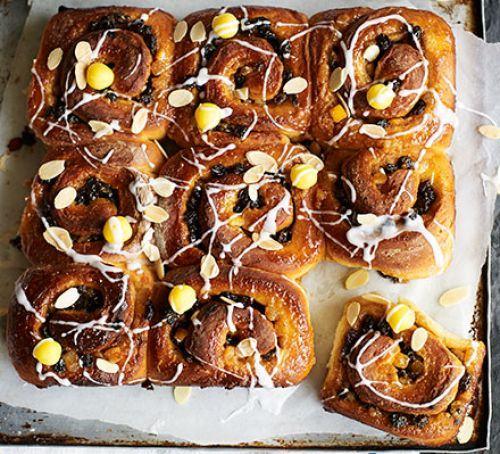 Simnel share 'n' tear buns Recipe