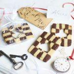 Alice in Wonderland wedding cookies
