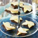 Fruitcake with cheese & apples