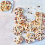 Hot cross cinnamon buns