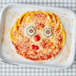 Toddler recipe: homemade pizza with veggie faces