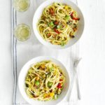 Roasted pepper linguine with crisp crumbs