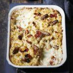 Cheese & tomato macaroni with chipolatas