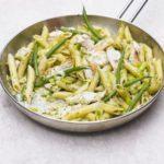 Creamy chicken & green bean pesto pasta