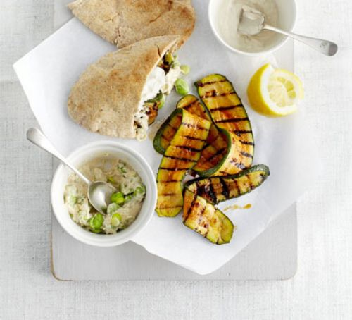 Spicy courgette pitta pockets Recipe