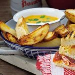 Potato wedges with curry sauce
