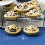 Mince pies recipe with crunchy crumble tops