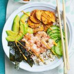 Rice & quinoa prawn sushi bowl