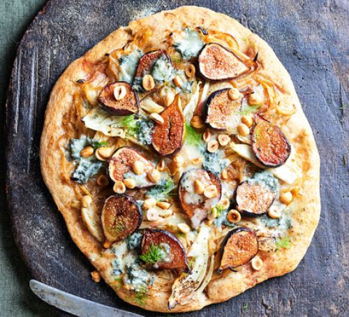 Mozzarella stuffed crust pizza Recipe
