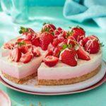 Triple-layered berry cheesecake